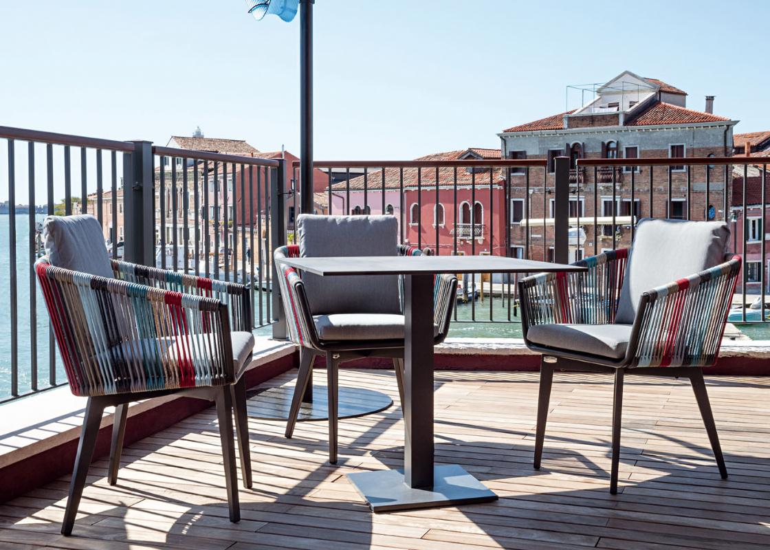 Stolovi i stolice za terase i balkone