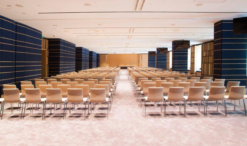 Konferencijski stolovi i stolice